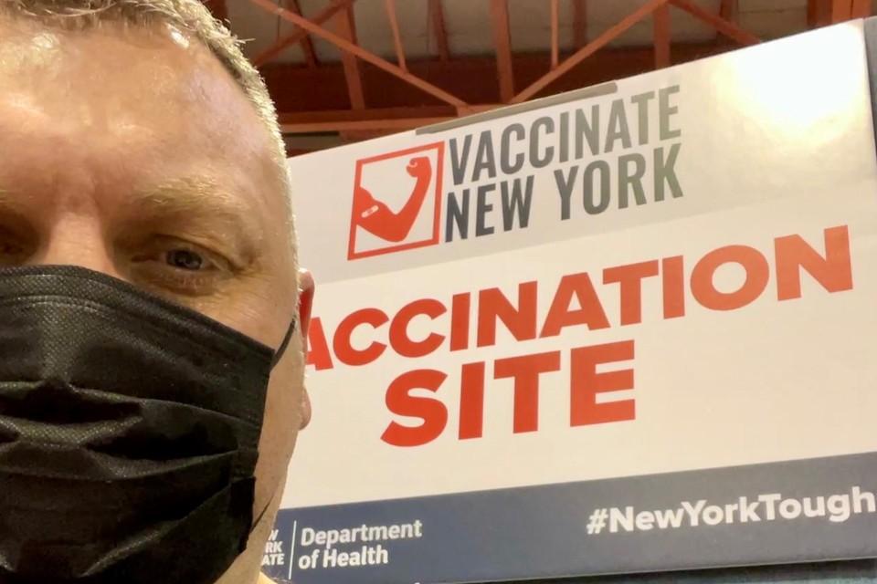 Mike Dierickx in het vaccinatiecentrum in New York.