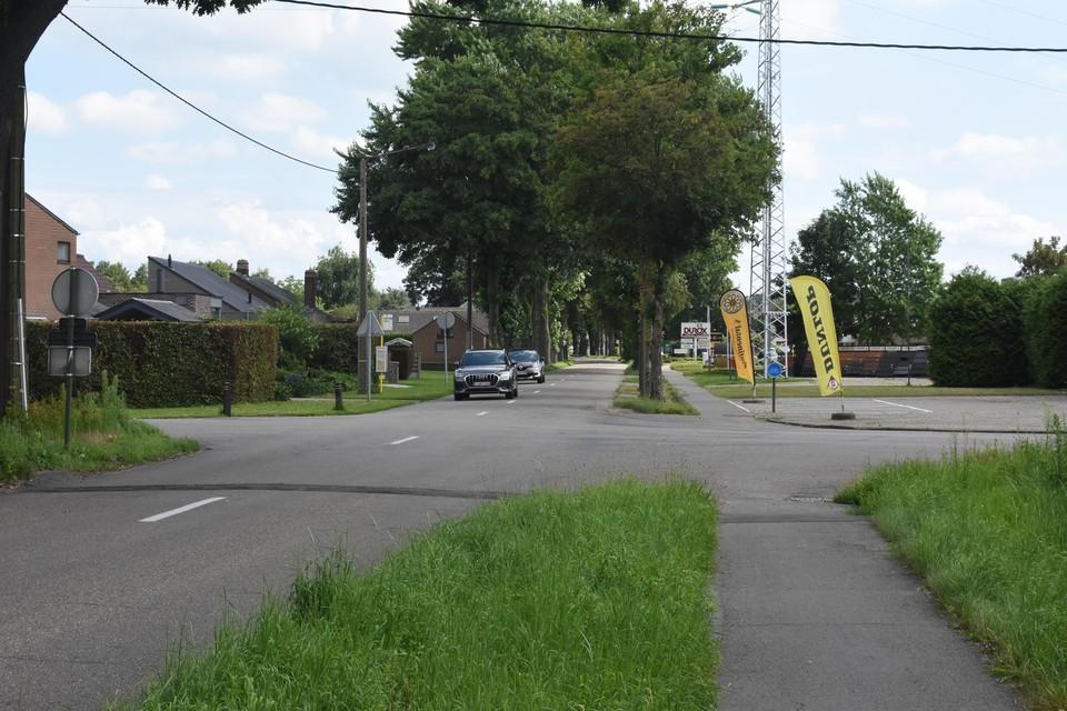 De Sint-Apollonialaan heeft momenteel enkel een vrijliggend fietspad richting Centrum.