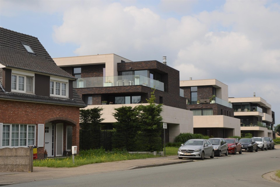 De meergezinswoningen in Emblem op de plaats waar vroeger dancing Bar-Clès stond. Voortaan mogen er enkel nog appartementen komen in afgebakende kernverdichtingszones.
