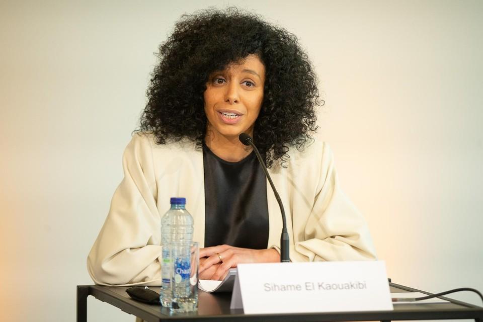 Sihame El Kaouakibi diende deze week een ziektebriefje in en kan zo haar wedde van 6.000 euro behouden zonder effectief aanwezig te zijn.