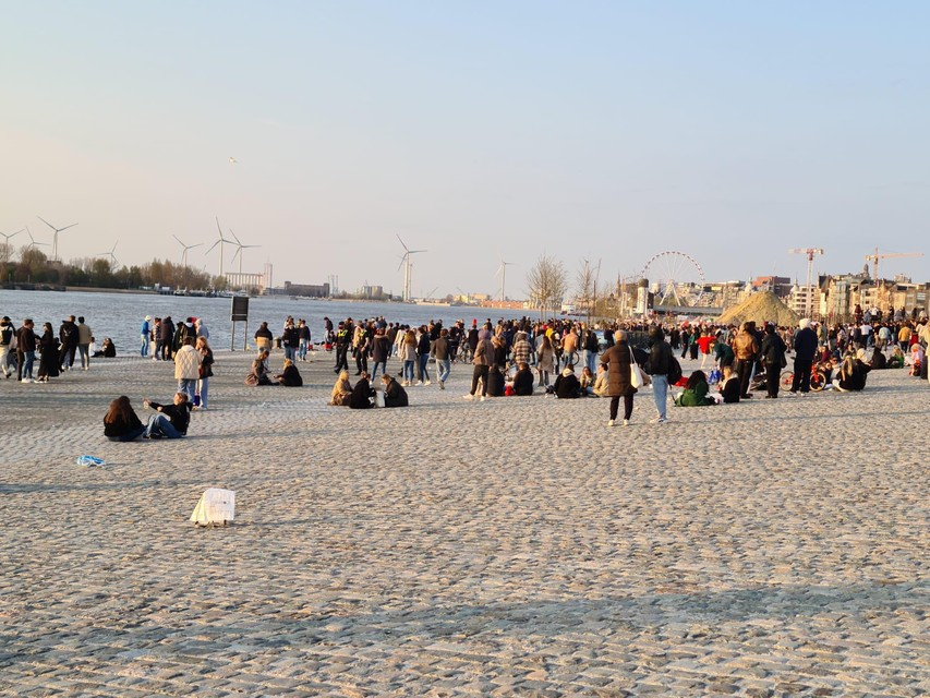 Afgelopen weekend kwam heel wat volk aan het water samen om van het mooie weer te genieten.