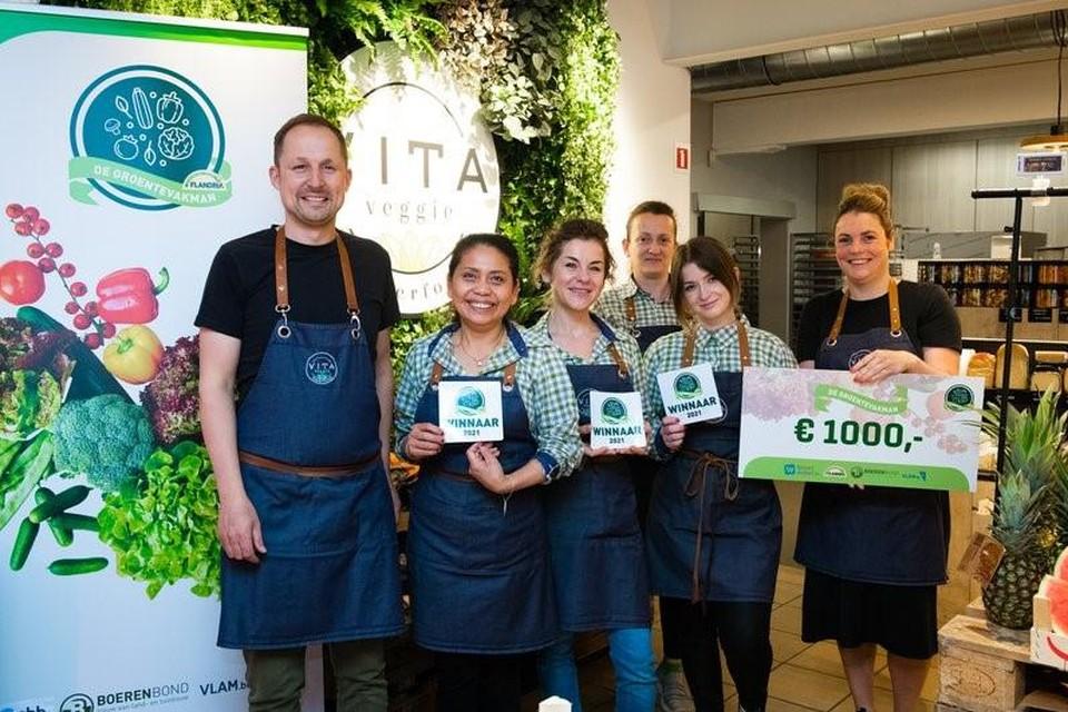 De winnaar ontving een cheque van 1.000 euro.