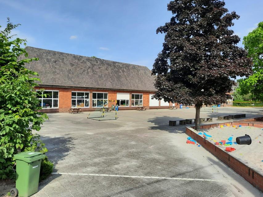 De speelplaats van de gemeenteschool in Massenhoven.