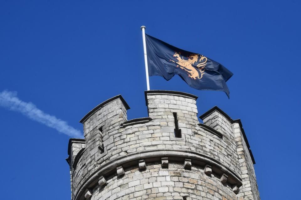 De Brabantse vlag wappert opnieuw boven het Steen.
