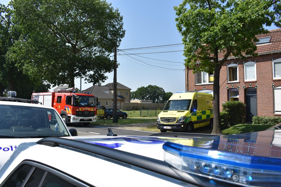 Politie, brandweer en ziekenwagen kwamen ter plaatse toen de man zich in zijn woning verschanste.