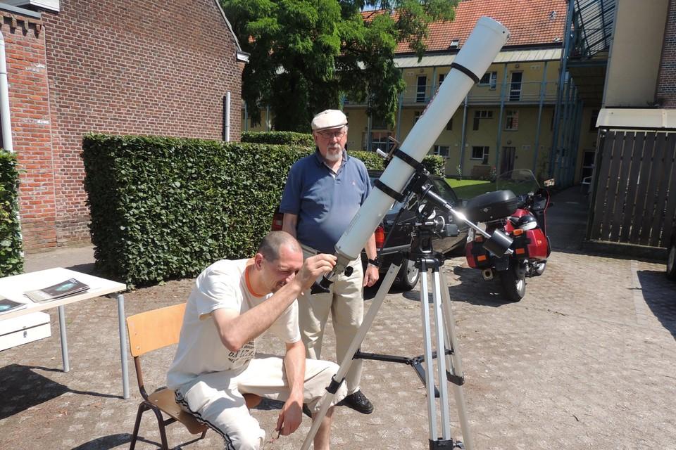 Paul De Rydt (midden) organiseert met zijn team ook de zonnekijkdag.