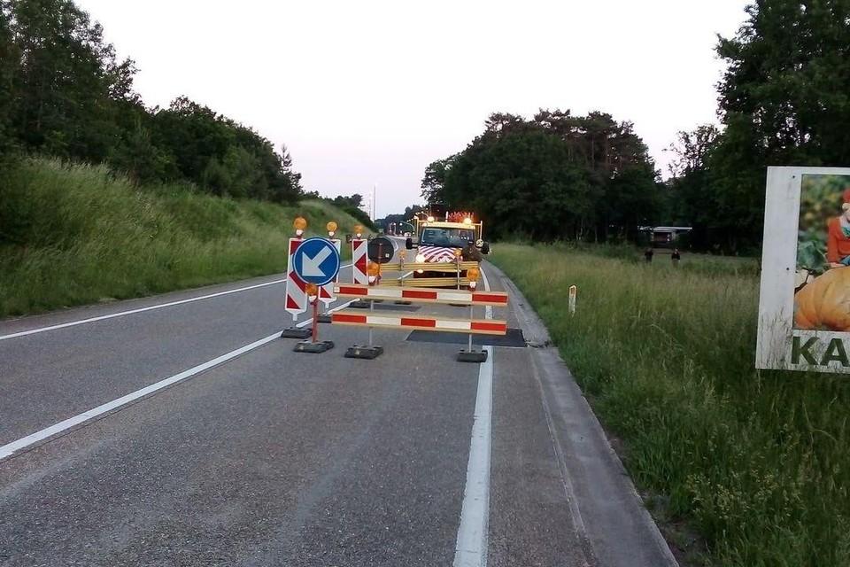 Op de Noord-Zuidlaan (N19g) in Kasterlee is er verkeershinder door het wegdek dat omhoog is gekomen door de hitte.