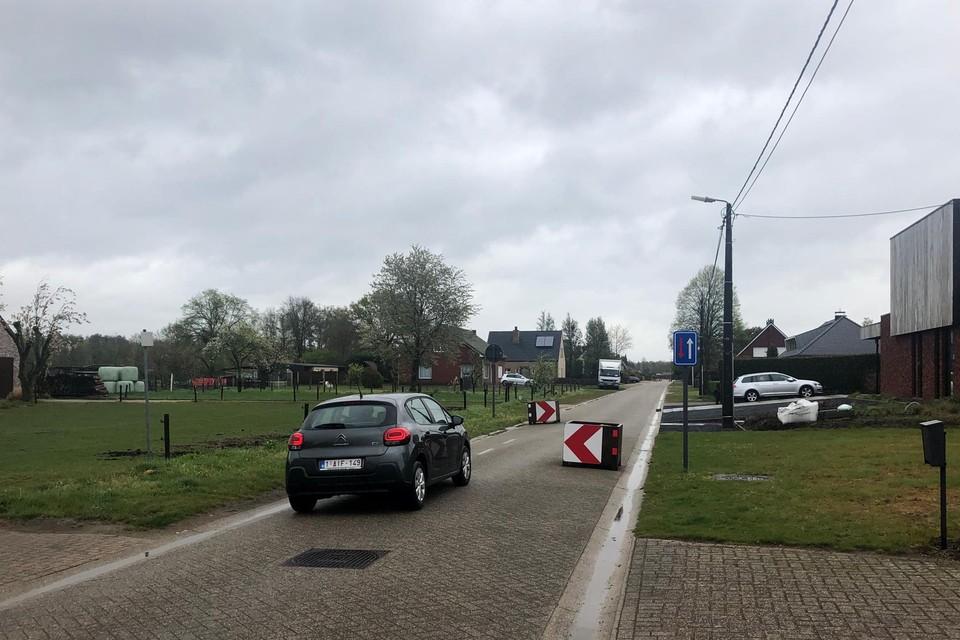 De bestaande asverschuivingen in de Valvekenstraat in Lille krijgen een definitief karakter en worden in plantvakken aangelegd.