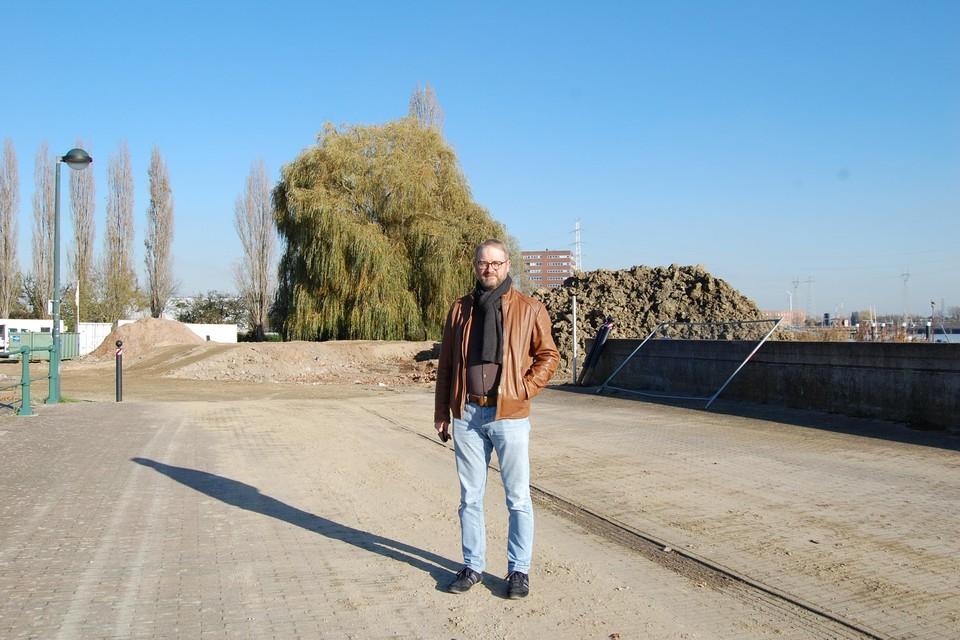 Burgemeester Dimitri Van Laere bij de werken aan het Mercatoreiland.