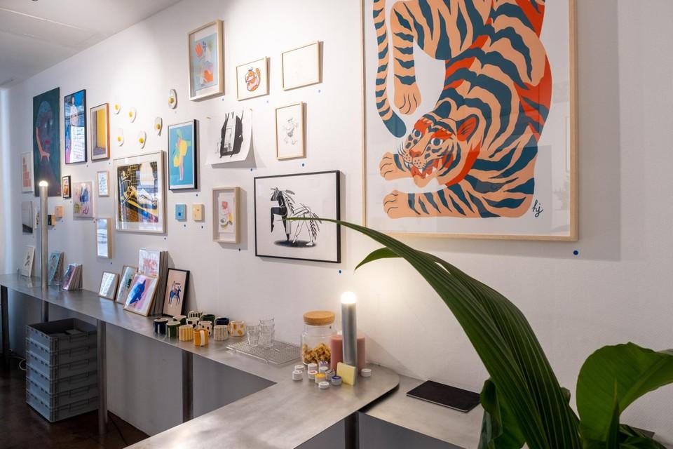 In de galerie is werk te zien van meer dan vijftig kunstenaars.