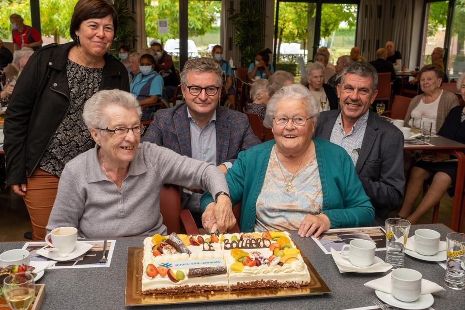 De bewoners van het rusthuis kregen taart als beloning omdat zij de nieuwe naam leverden.