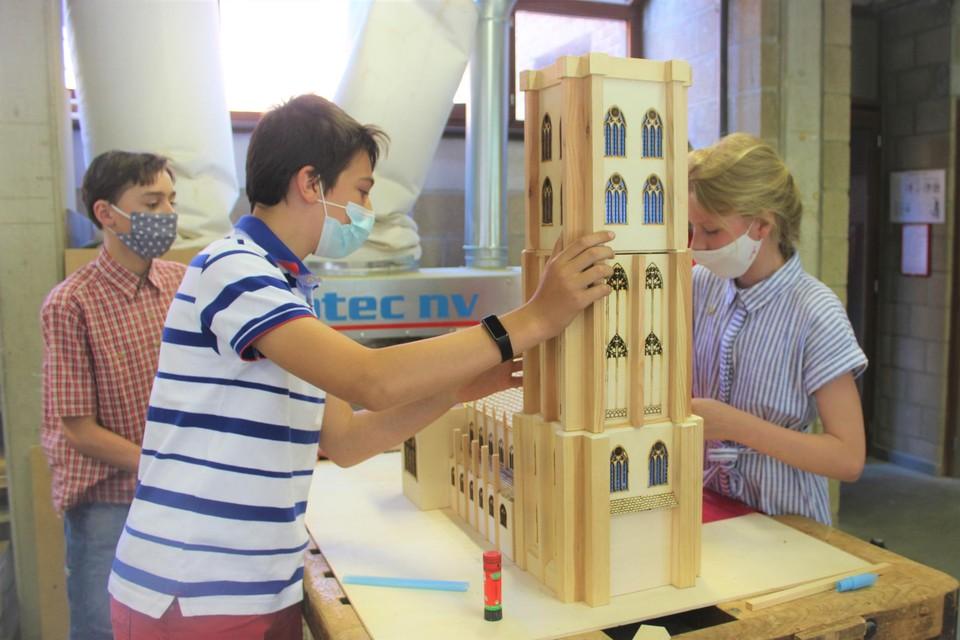 De leerlingen werkten een heel schooljaar aan de houten Sint-Romboutstoren.