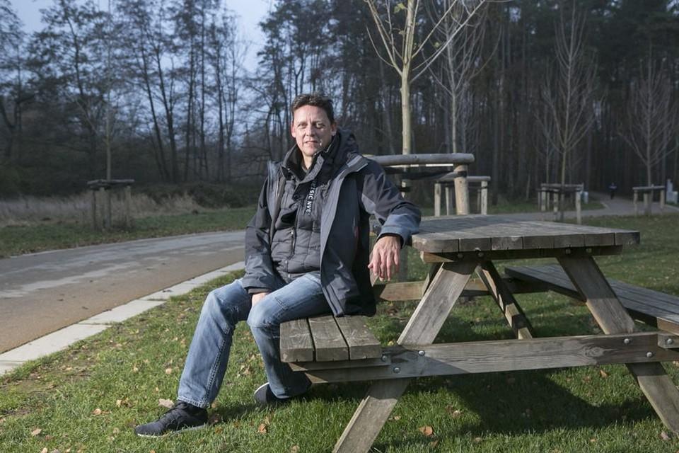 Archiefbeeld: Wandel- en loopbaancoach Dirk De Ryck, hier in een meer winterse outfit, organiseert deze zomer walkshops in en rondom Heist.