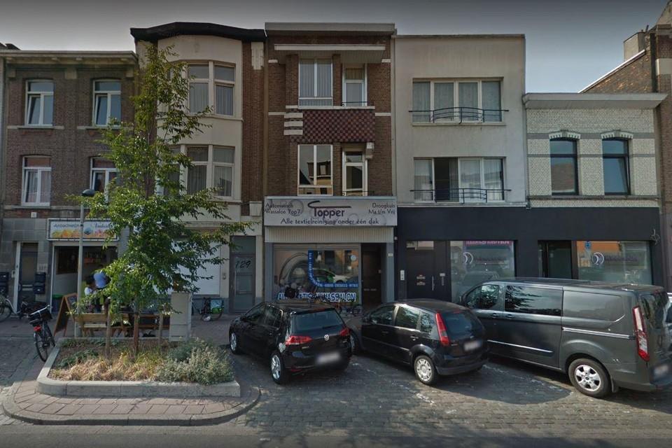 Zondagnacht pakte de Antwerpse politie drie jonge mannen op na een inbraak in een wassalon op de Gallifortlei in Deurne.