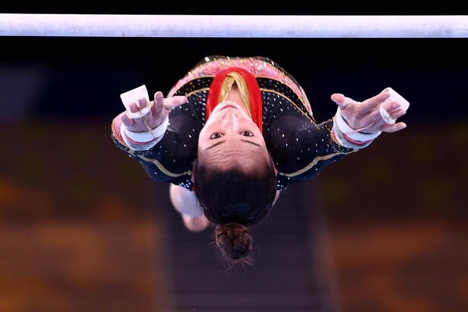 Het woord is aan Nina Derwael. Acht bewegingen van pakweg dertig seconden moeten haar eeuwige roem bezorgen.