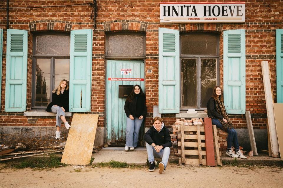 Vier laatstejaars van het Heilig-Hartcollege zetten zich in voor de bekendheid van de Hnita Jazz Club bij een jongere generatie.