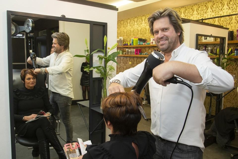 Adri van Hypo Hair in Alphen met echtgenote Miranda.