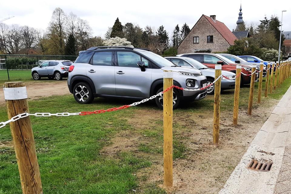 De parking in de Eikenboomlaan is enkel nog op donderdagvoormiddag, tijdens de markt, geopend.