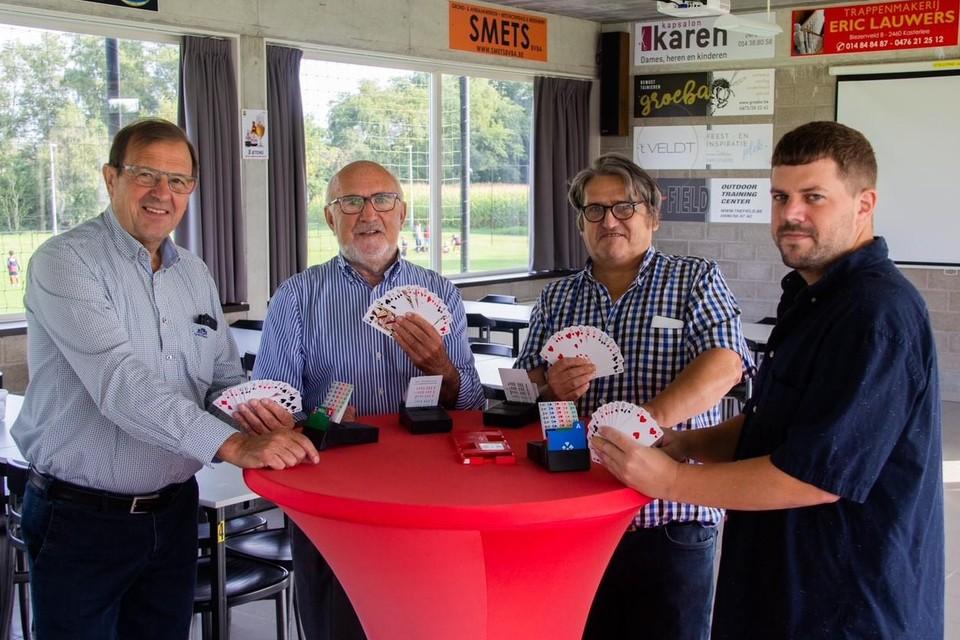 """""""Bridgen is een echte denksport. De factor geluk is uitgesloten"""", zeggen Jef Van den Eynde, Jef Van den Put, Luc Dijckmans en Hans Tielens van Hartenvier."""