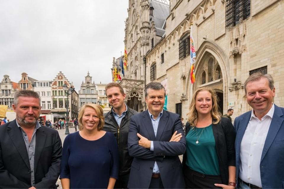 Dirk Tuypens (PVDA), Caroline Gennez (sp.a), Wim Soons (CD&V), Bart Somers (Vld-Groen-m+), Freya Perdaens (N-VA) en Frank Creyelman (Vlaams Belang).