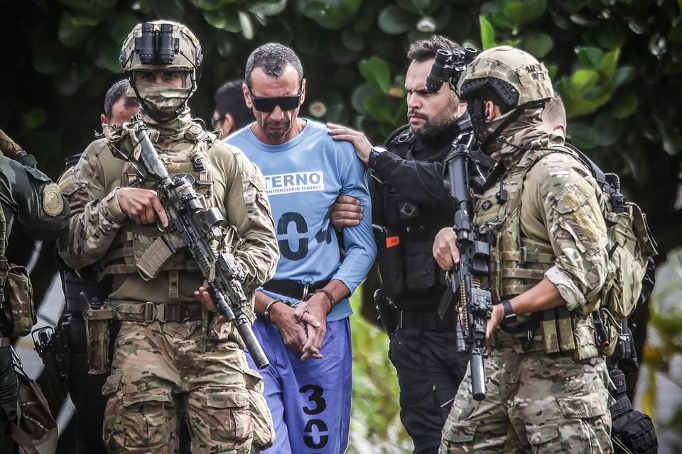 Januari 2020: Marcola, de leider van Primeiro Comando Da Capital, begeleid door zwaarbewapende leden van de federale politie.