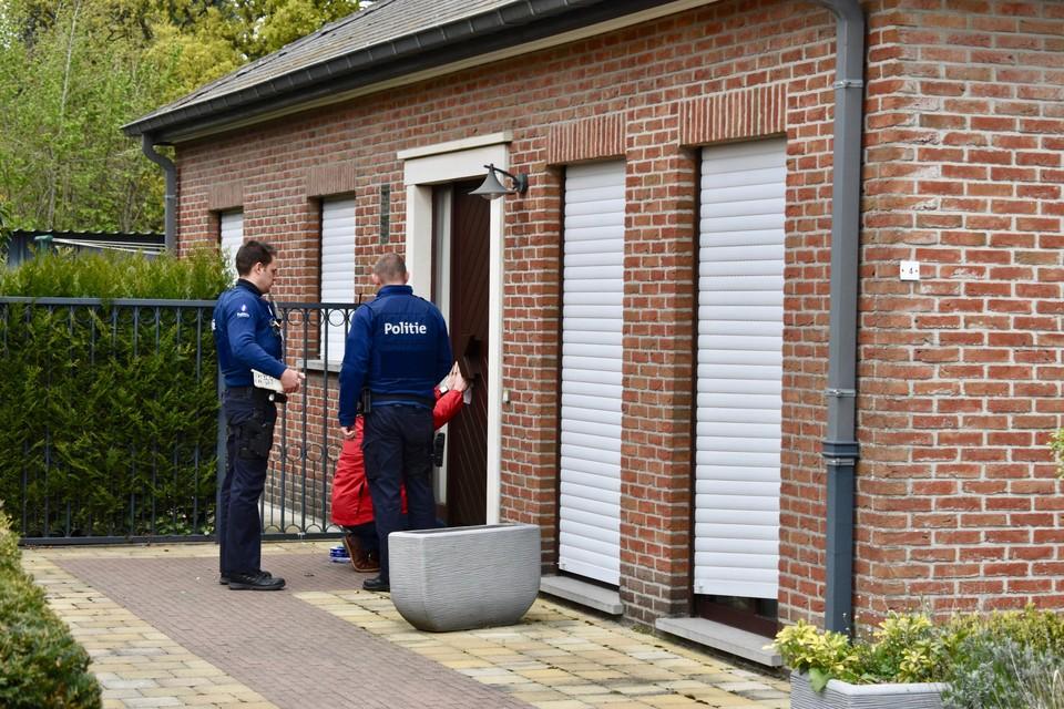 Na de feiten werd de woning waar de steekpartij plaatsgreep verzegeld door de politie