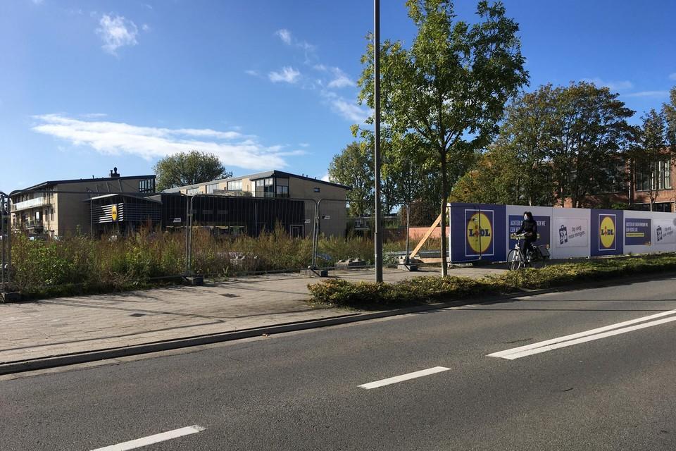 De 'nieuwe' Lidl komt vooraan aan de Dendermondsesteenweg, waar vroeger de kerk H. Familie stond. De huidige vestiging staat achterin.
