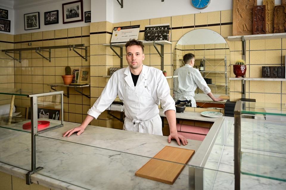 Sander houdt de voormalige slagerij Van Dael - Moors zo veel mogelijk in de originele staat.