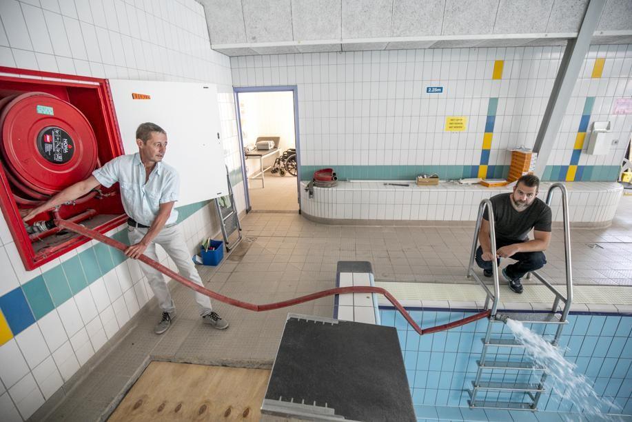 Het zwembad werd op 14 juni opnieuw gevuld, nu moet het water nog op temperatuur gebracht worden.