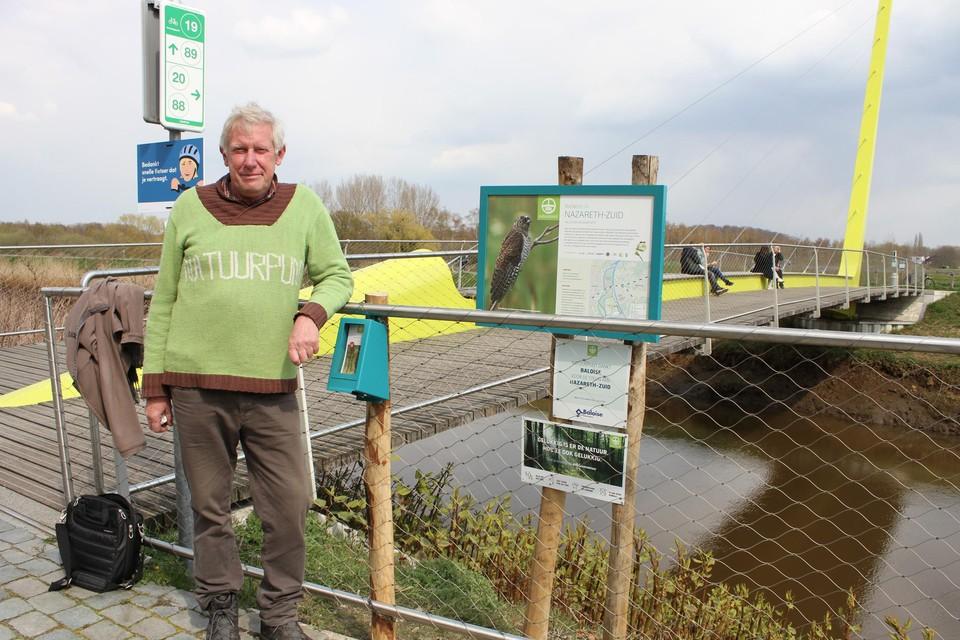 Marc Vermylen staat aan de Sionsbrug: het vertrek- en eindpunt van de nieuwe wandeling.