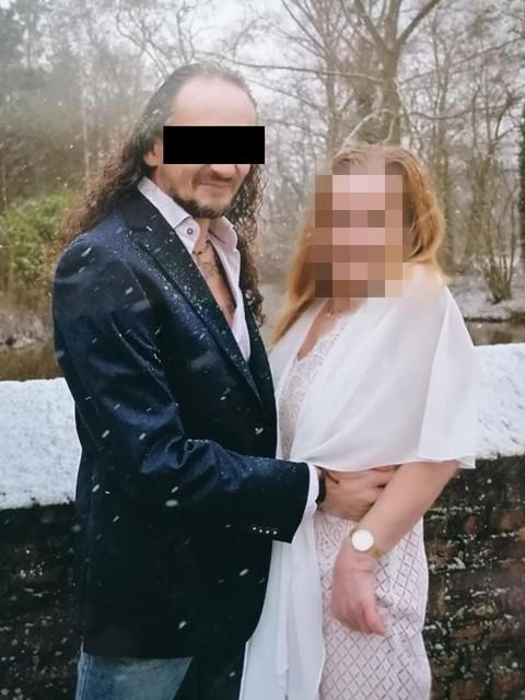 Danny S. zette zijn huwelijksfoto's met Susy op Facebook.