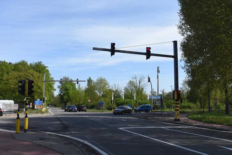 Het kruispunt met Kiezelweg is maandag aan de beurt.