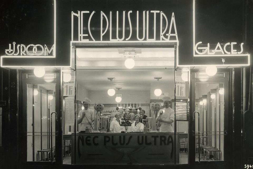 Toen Maurice Lefèvre in 1930 begon te filmen, opende hij ook een ijssalon aan de De Keyserlei.