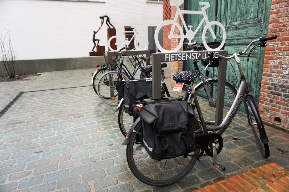 Ook de nieuwe, veilige fietsnieten in Turnova vormen geen obstakel voor professionele fietsdieven.