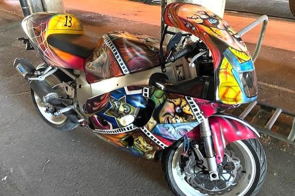 De moto van de snelheidsduivel.