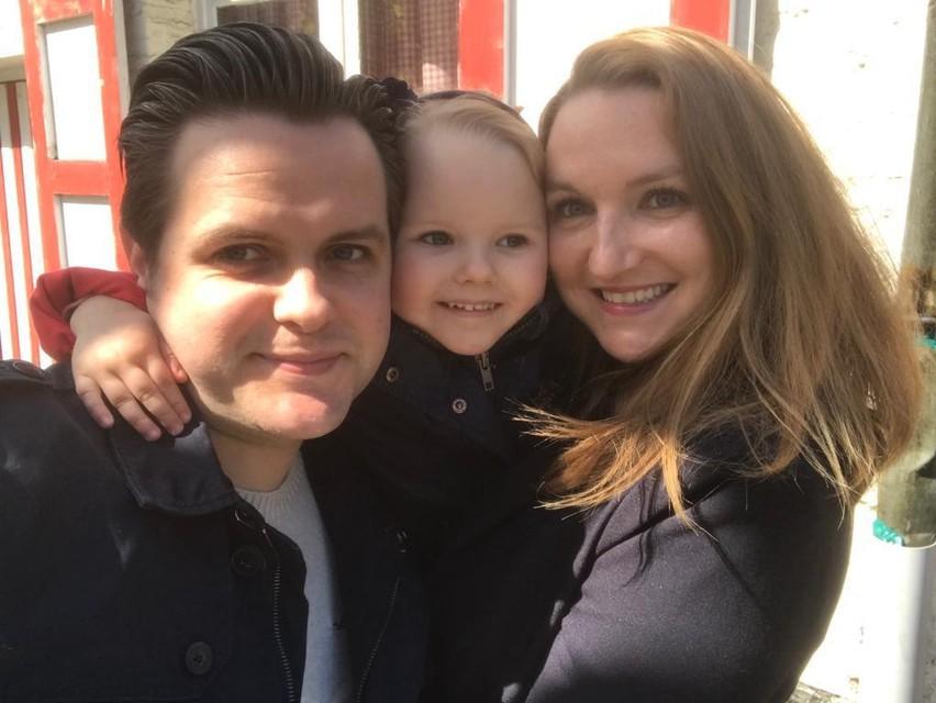 Fotograaf en bakkerijmedewerker Stein met echtgenote Jill en hun dochtertje Olivia