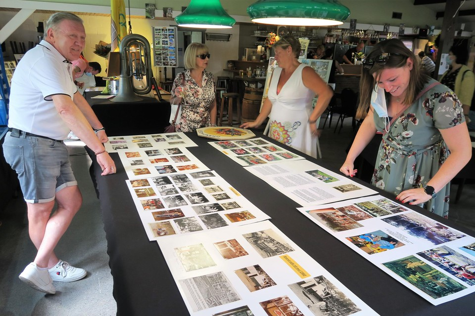 De oude foto's, documenten en voorwerpen hadden heel wat bekijks.