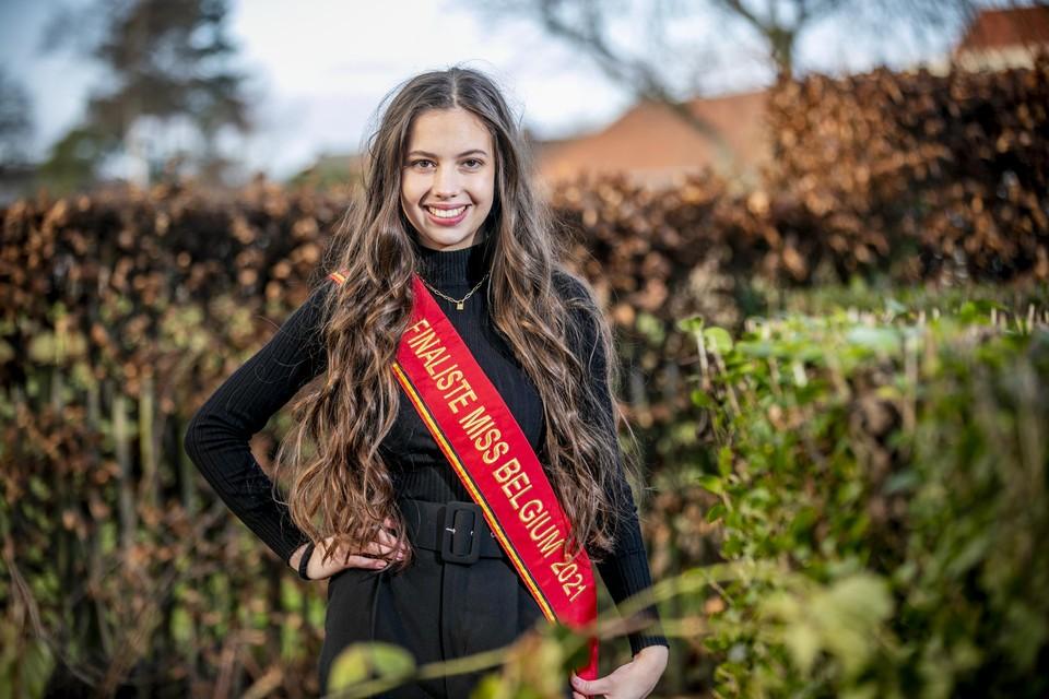 Studente Luna Geens vertegenwoordigt regio Kempen op Miss België 2021.