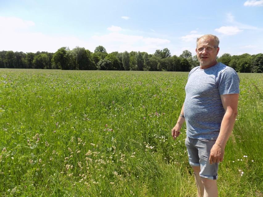Joris Willems is ook trots op zijn veld met biologisch geteelde gerst.