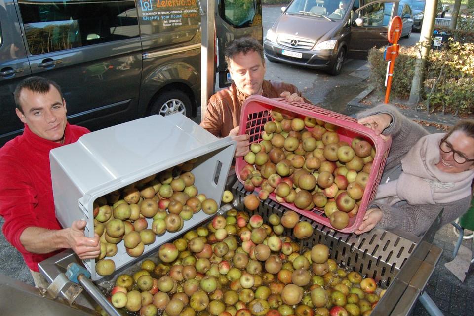 Wie minstens 75 kilo fruit heeft, kan er mee naar de mobiele fruitpers.