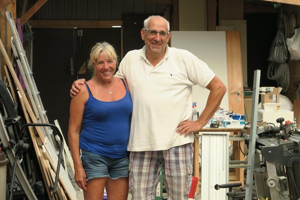 Peter en Linda werkten zeven lange jaren aan hun eigen zeilboot. Sinds kort varen ze er ook mee uit.