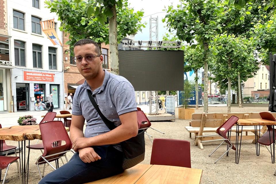 Uitbater Soufian Loulidi van Tapas Bar Puncho investeerde meer dan zesduizend euro in een scherm voor het EK.