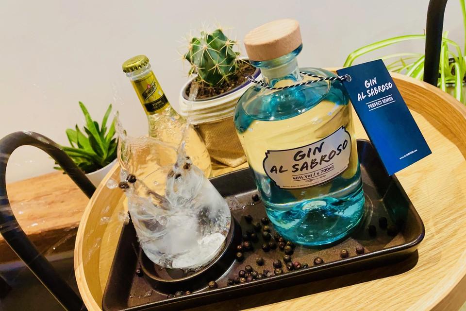 De gin is lekker met klassieke yellow tonic.