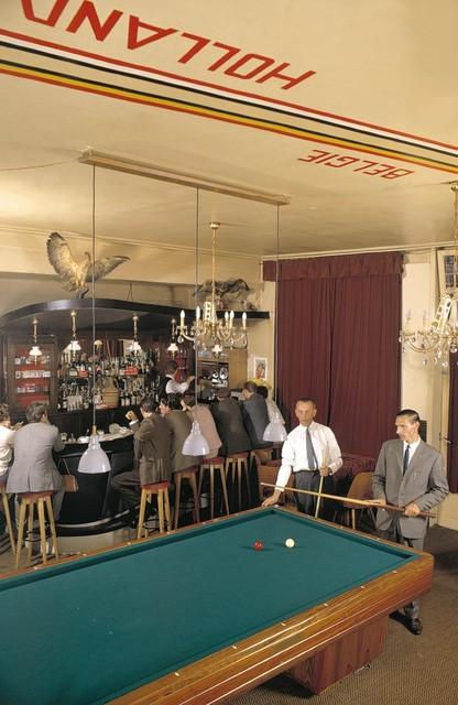 In 't Hoekske was de grens aangeduid op de muren en het plafond. De biljarttafel stond in twee landen.