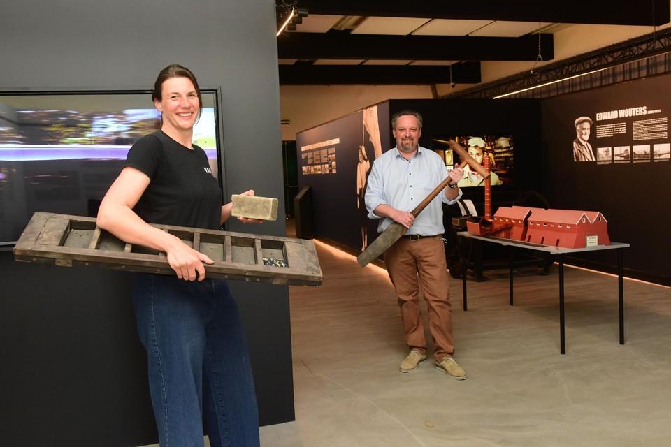 Elle Verwaest en Stefan Poortmans in het Museum Transfo 2340, dat verwijst naar de postcode van Beerse.