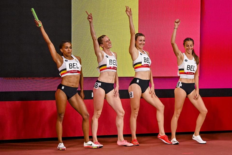 Naomi Van Den Broeck, Imke Vervaet, Paulien Couckuyt en Camille Laus voor de start