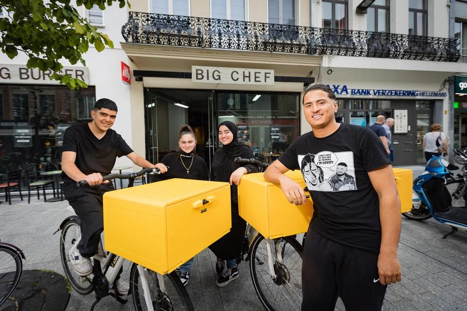 Big Chef stuurt ook fietskoeriers op pad om maaltijden aan huis te leveren.