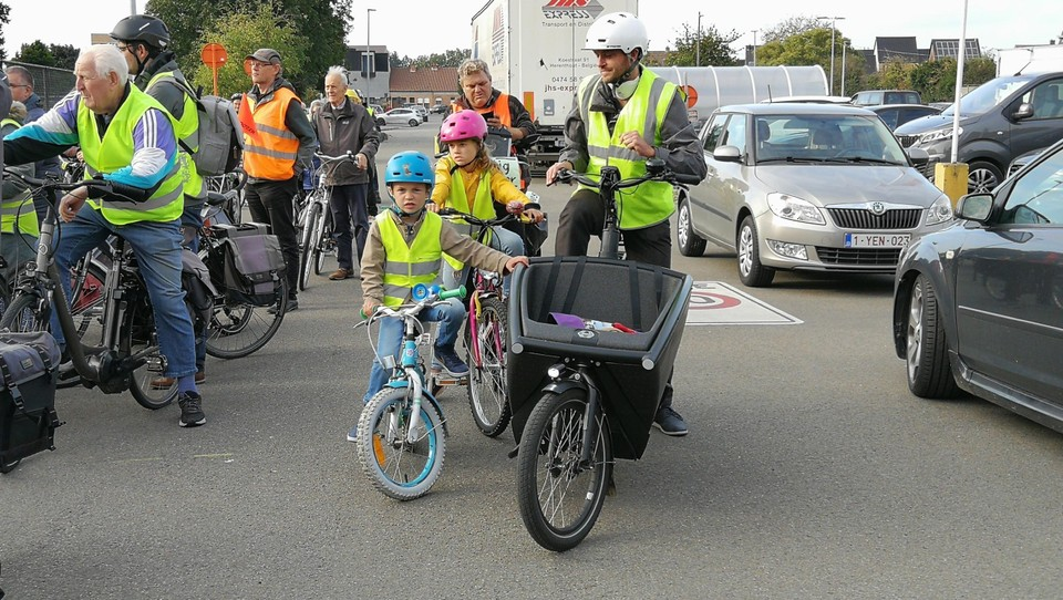 Jong en oud fietste donderdag door het drukke centrumverkeer.