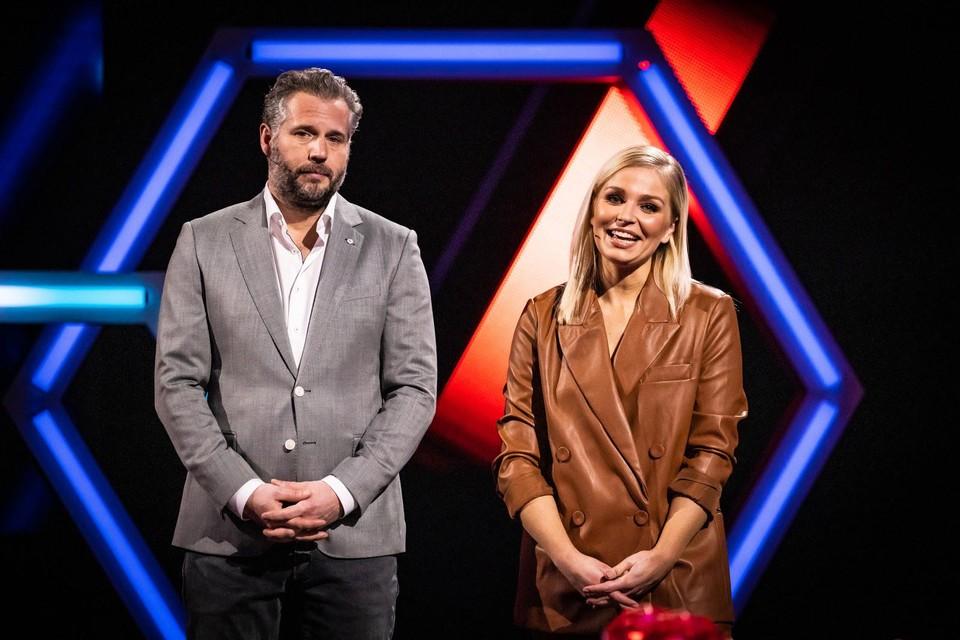 De Nederlandse comedian Tijl Beckand en 'onze' Julie Van den Steen zijn de hosts van 'Game of Talents'.