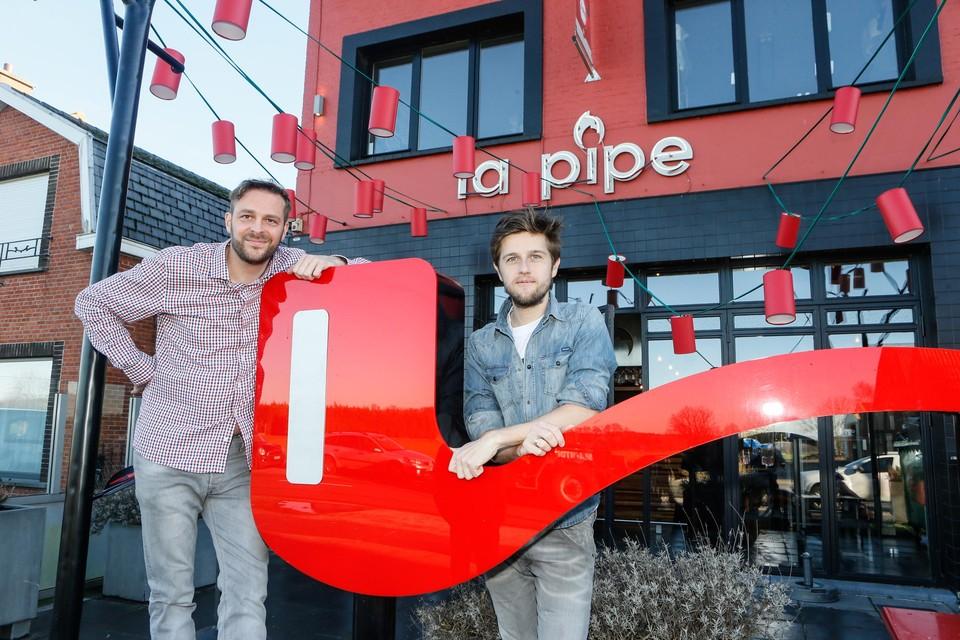 Olivier Van Camp (links) nam vijf jaar geleden La Pipe over van Tijs Van Langenhove (rechts) .